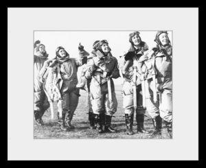 PHOTOBAY - women pilots looking skywards - Photographie