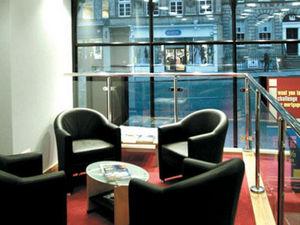 Hurst Stores & Interiors -  - Fauteuil Crapaud