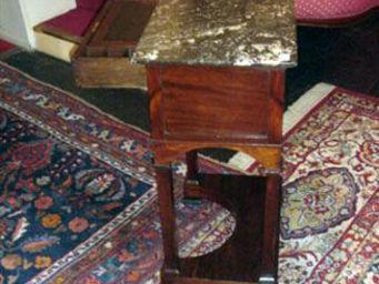 Grand Papa Antiquites - petit meuble de milieu - Table De Chevet