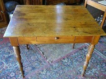 antiquites materiaux anciens deco de jardins - petite table bureau en merisier - Table D'appoint
