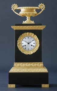 CHARLES AND REBEKAH CLARK - an empire gilt bronze clock - Horloge À Poser