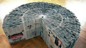 KAISIN CHARLES - newspaper extedable bench - Pouf