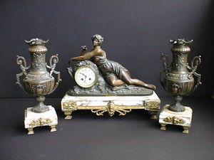 Antiquit�s Trouvailles -  - Parure De Chemin�e