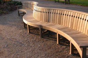 Gaze Burvill - broadwalk linked seats - Banc Urbain