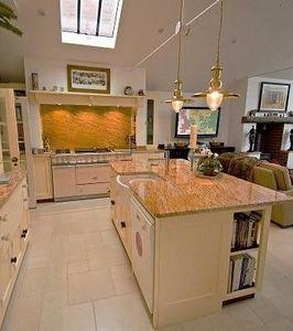 Francis N Lowe - colonial gold kitchen worktops & splashback - Plan De Travail