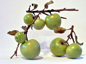 Penkridge Ceramics - granny smith with sliced apple - Fruit Décoratif