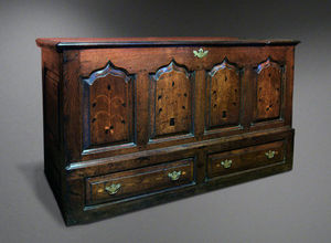 COUNTRY ANTIQUES -  - Coffre