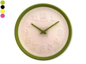 WHITE LABEL - horloge color�e cadran blanc avec chiffres en reli - Horloge Murale