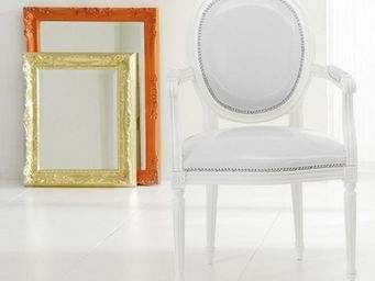 WHITE LABEL - chaise medaillon cleopatra en simili cuir blanc - Chaise
