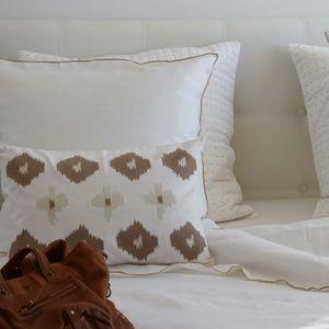 MAISON D'ETE - taie d'oreiller lin lavé blanc bourdon naturel - Taie D'oreiller