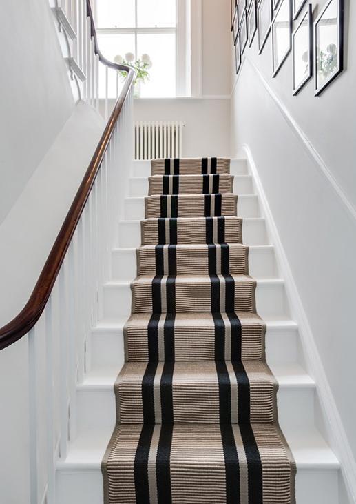 tapis d 39 escalier hartley tissier decofinder. Black Bedroom Furniture Sets. Home Design Ideas