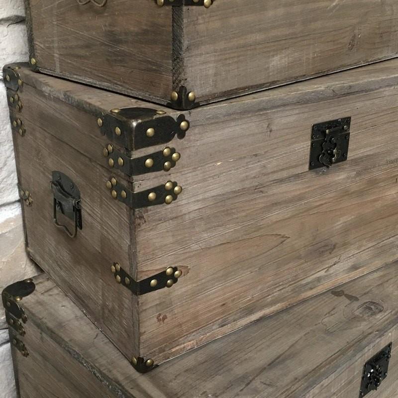 grand coffre de style ancien vieille malle en bois malle. Black Bedroom Furniture Sets. Home Design Ideas