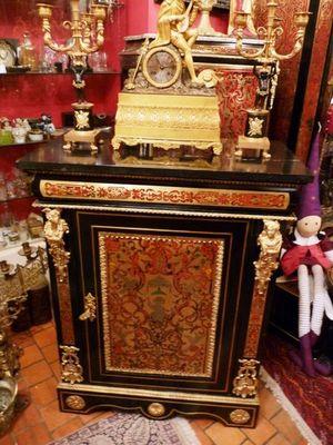 Art & Antiques - Meuble d'entre-deux à hauteur d'appui-Art & Antiques-Meuble d'appui 1 porte en marqueterie à incrustat