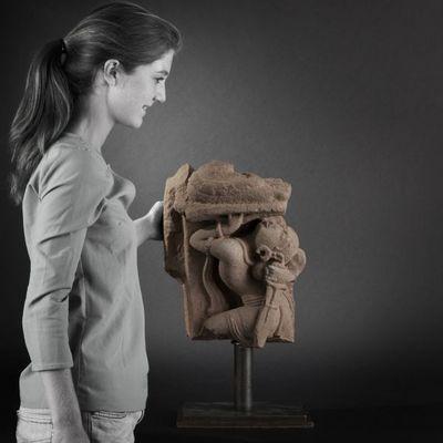 Expertissim - Sculpture-Expertissim-Sculpture en gr�s gris. Inde m�di�vale