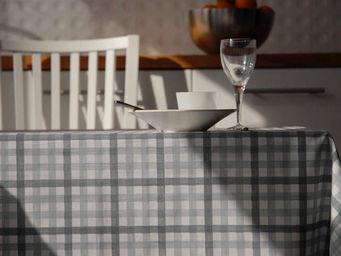 FLEUR DE SOLEIL - nappe enduite vichy gris 160x160 - Coated Tablecloth