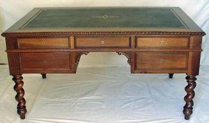 Antiquités Eric de Brégeot -  - Desk