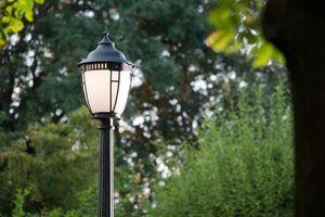 ROBERS -  - Lamp Post