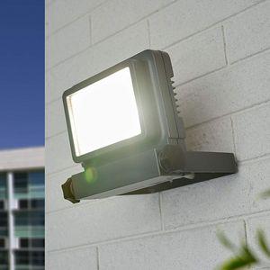 CLAYRE & EEF -  - Exterior Spotlight