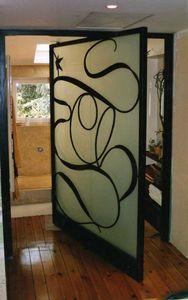 Pivoted shower door