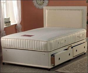 Doppelbett mit Bettkästen