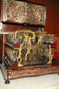 Art & Antiques - cave à liqueur écaille rouge boulle et verrerie co - Likörschrank