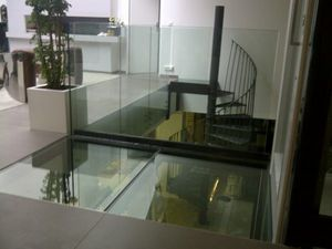 TRESCALINI - plancher, sol en verre (structure acier laqué) - Glasboden
