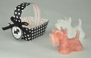 Demeure et Jardin - deux petites bougies rose et blanche chiens scott - Dekokerze