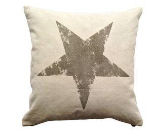 BYROOM - printed star - Kissen Quadratisch