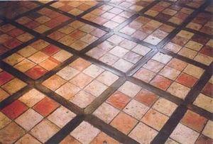 Materiaux Anciens Crouan - bois et terre cuite - Innenplatten