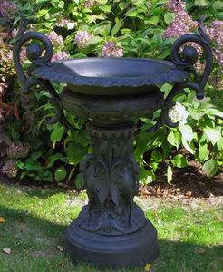 BARBARA ISRAEL GARDEN ANTIQUES - marked j. w. fiske urn - Sockelvase