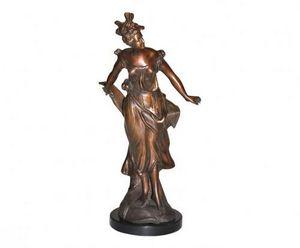 Demeure et Jardin - danseuse sur socle rond en marbre - Kleine Statue