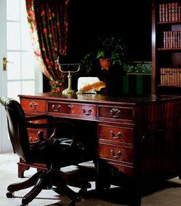 Balmoral Furniture -  - Chefschreibtisch