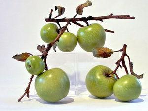 Penkridge Ceramics - granny smith with sliced apple - Dekorationsfrucht