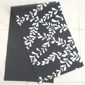 ITI  - Indian Textile Innovation - leafs - Centro De Mesa