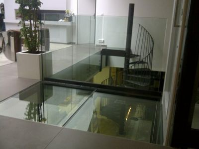 TRESCALINI - Tarima de vidrio-TRESCALINI-plancher, sol en verre (structure acier laqué)