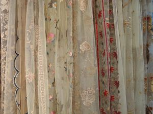 PASSION HOMES BY SARLA ANTIQUES - embroidered net curtains - Tendaggio