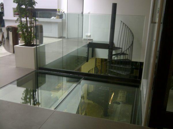 TRESCALINI - Pavimento di vetro-TRESCALINI-plancher, sol en verre (structure acier laqué)
